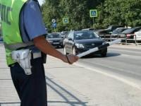 Дорожная полиция останавливает автомобиль