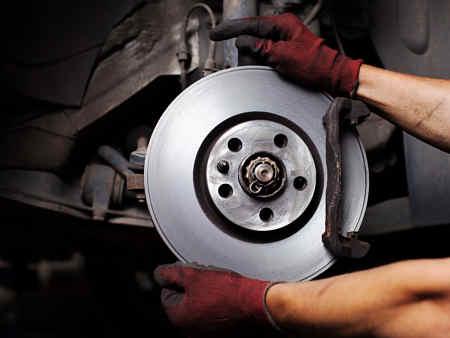Замена колодок и дисков автомобиля