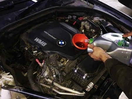 Обслуживание-БМВ-Замена-моторного-масла-и-расходных-материалов-на-BMW-F10